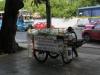 Уличните подвижни пунктове за храна, много къщи в Тайланд дори нямат кухни, а семейството се храни само навън