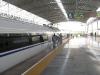 След пристигане влакът е нападнат от 50-ина чистачи като нинджи, перфектна чистота